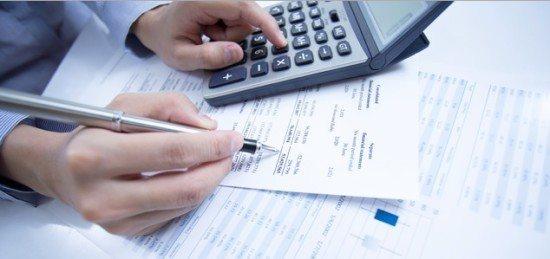 comptable stylo calculatrice comptabilité